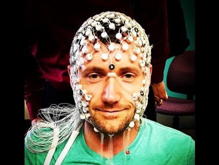 无极娱乐2注册邀请码mage depicting a wired eeg device