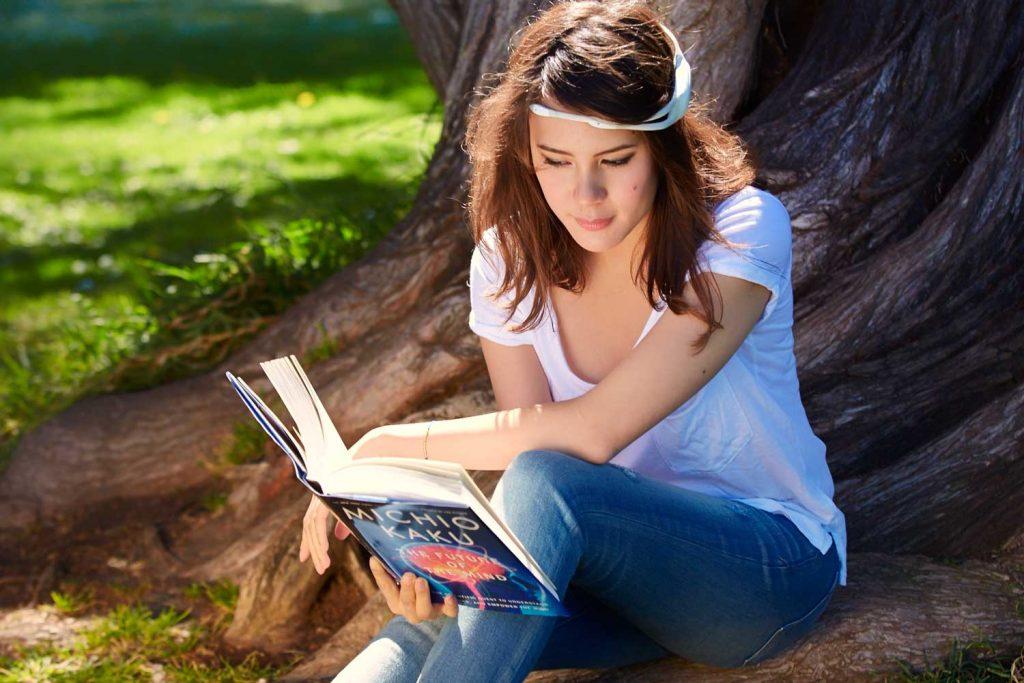 Emotiv Insight woman reading